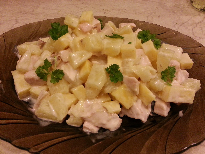 Салат из копченой грудки и ананасов рецепт с