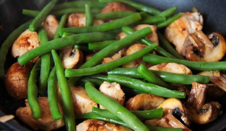 Грибы с фасолью и курицей рецепт